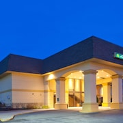 La Quinta Inn & Suites by Wyndham White Plains - Elmsford