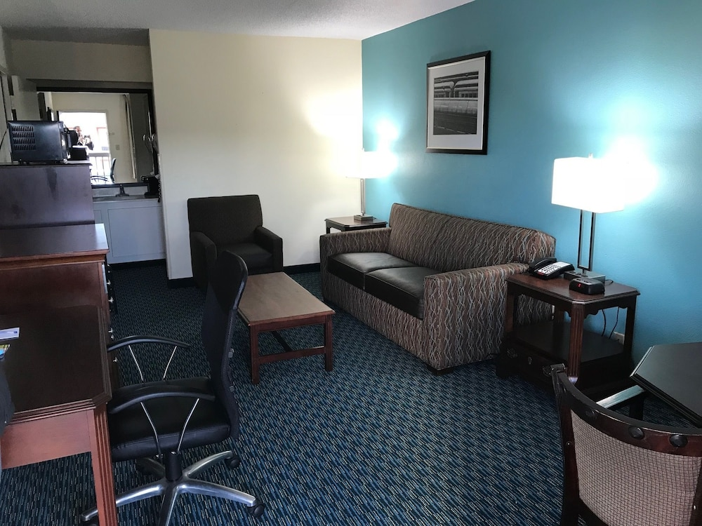 Room, Baymont Inn & Suites Florence by Wyndham