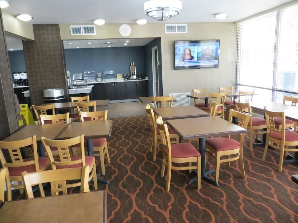 Breakfast Area, Baymont Inn & Suites Florence by Wyndham