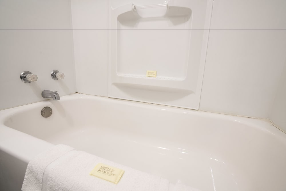 Deep Soaking Bathtub, Seatac Inn and Airport Parking