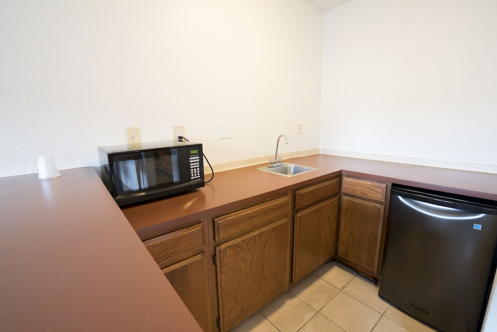 Private Kitchen, Seatac Inn and Airport Parking