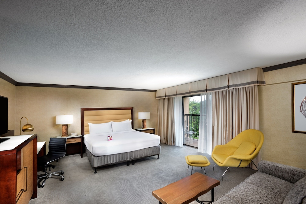 Room, Crowne Plaza Resort Asheville