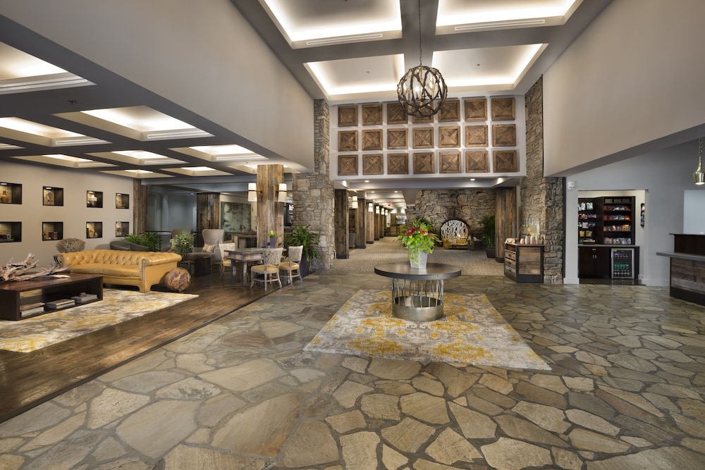 Lobby, Crowne Plaza Resort Asheville