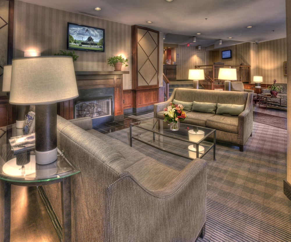 Lobby, The Virginian Suites, Ascend Hotel Collection