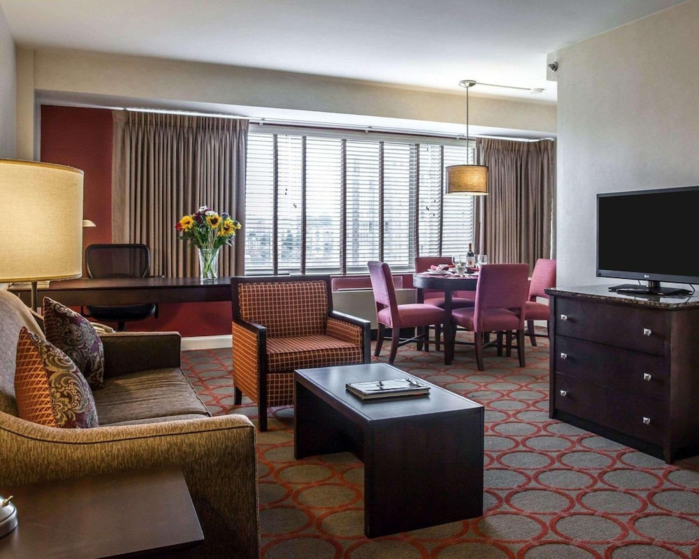 Room, The Virginian Suites, Ascend Hotel Collection