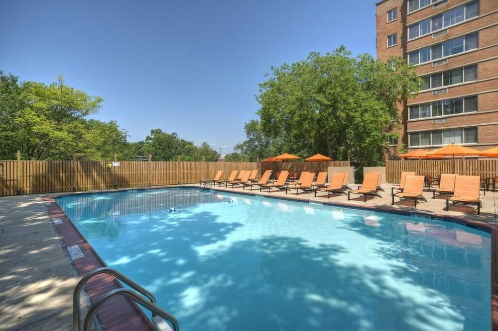 Pool, The Virginian Suites, Ascend Hotel Collection