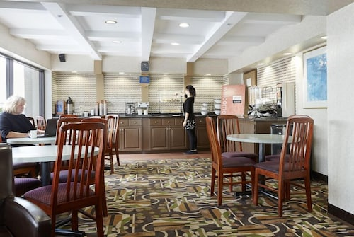 Breakfast Area, Ramada by Wyndham Abbotsford