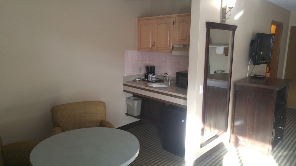 Private Kitchenette, Ramada by Wyndham Abbotsford