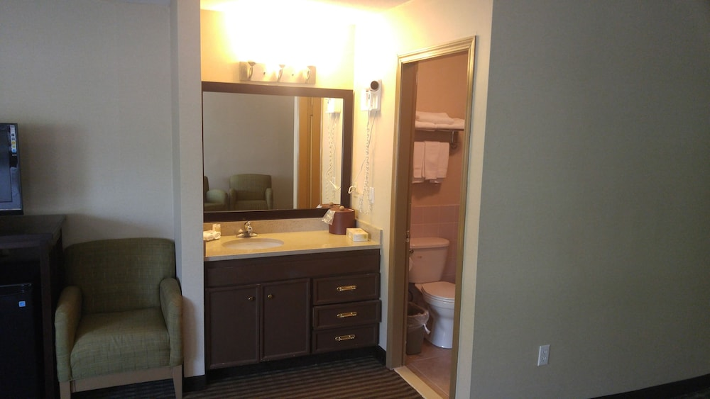 Bathroom, Ramada by Wyndham Abbotsford
