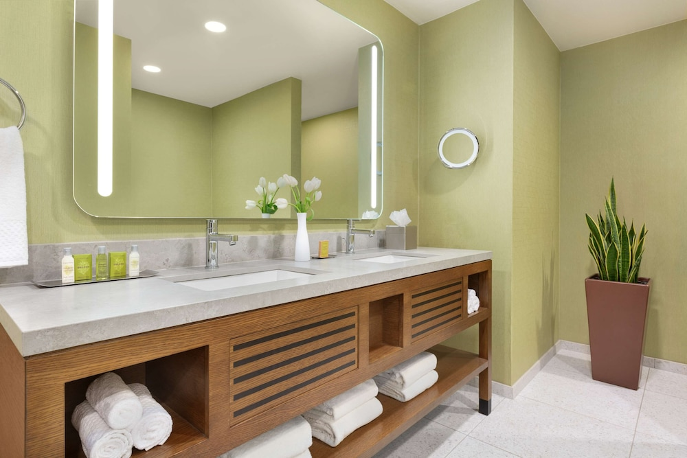 Bathroom, Doubletree by Hilton Campbell - Pruneyard Plaza