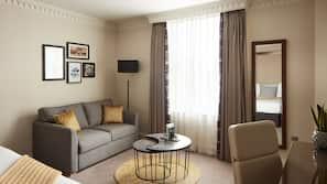 Duntäcken, memory foam-madrasser och värdeförvaringsskåp på rummet