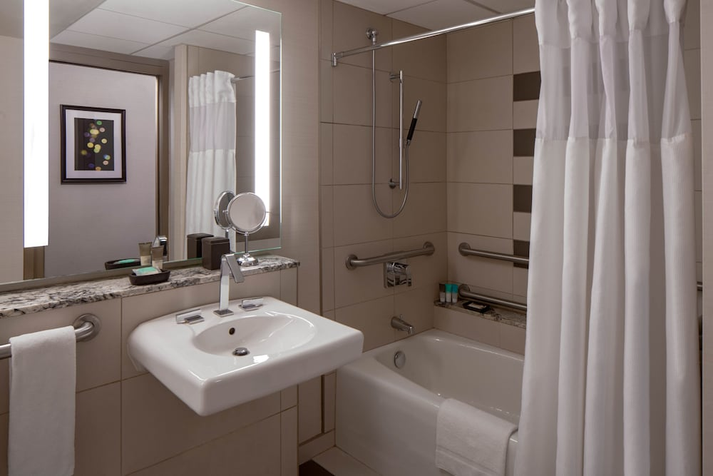 Bathroom, Hyatt Regency Indianapolis
