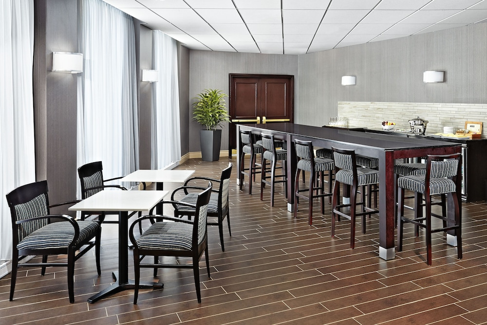 Executive Lounge, Sheraton Montreal Airport Hotel