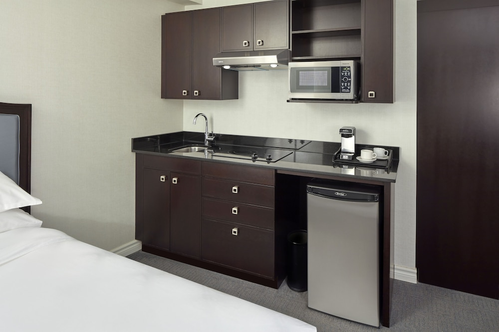Private Kitchen, Sheraton Montreal Airport Hotel