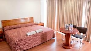 1 quarto, cofres nos quartos, Wi-Fi de cortesia, roupa de cama