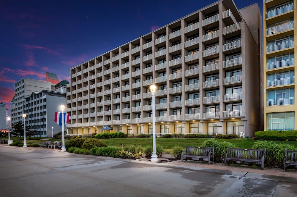 Terrace/Patio, Country Inn & Suites by Radisson, Virginia Beach (Oceanfront), VA