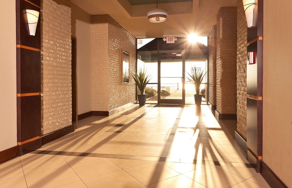 Interior Entrance, Country Inn & Suites by Radisson, Virginia Beach (Oceanfront), VA