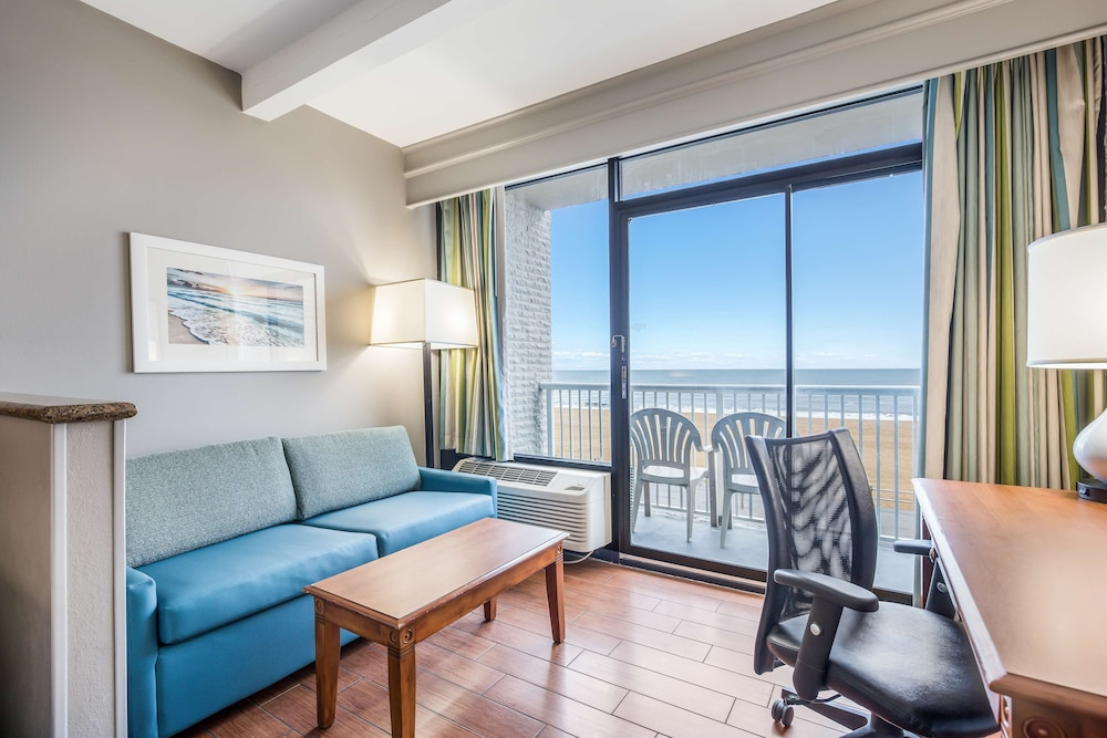 Room, Country Inn & Suites by Radisson, Virginia Beach (Oceanfront), VA
