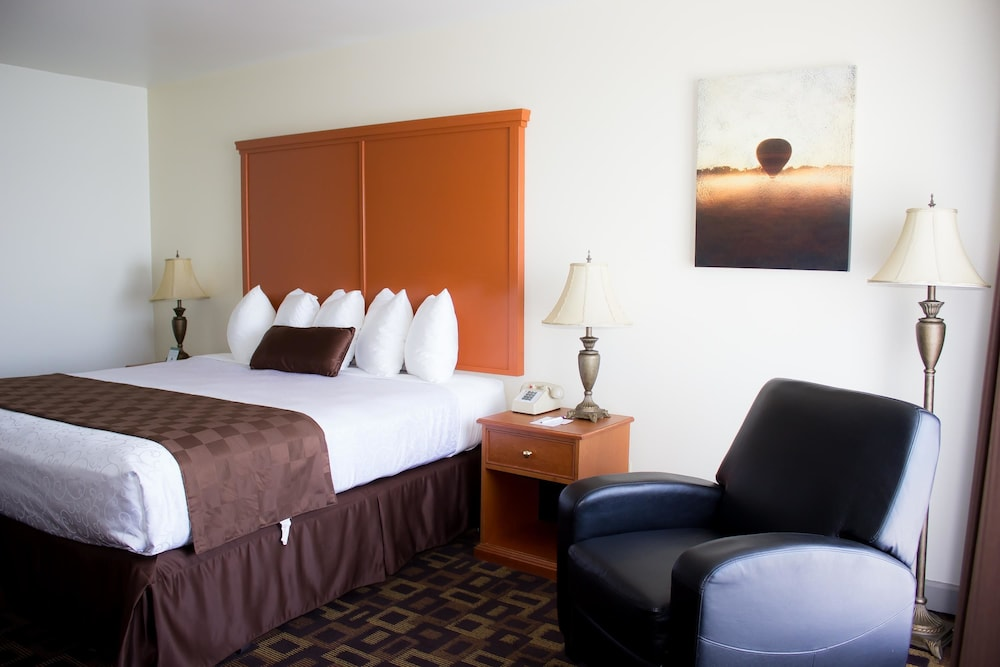 Room, Best Western Plus Lake Front Hotel