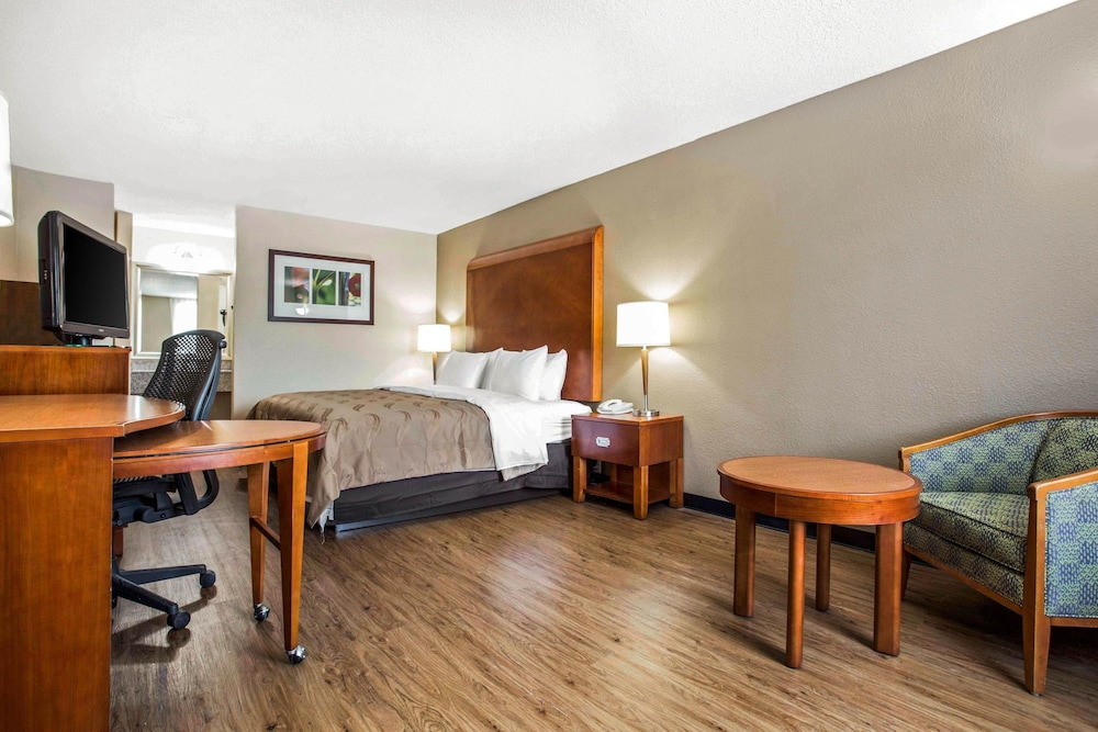 Room, Quality Inn & Suites University Area