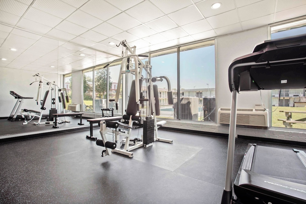 Fitness Facility, Quality Inn & Suites University Area