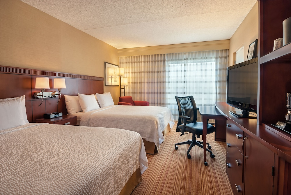 Room, Courtyard by Marriott Boston Marlborough