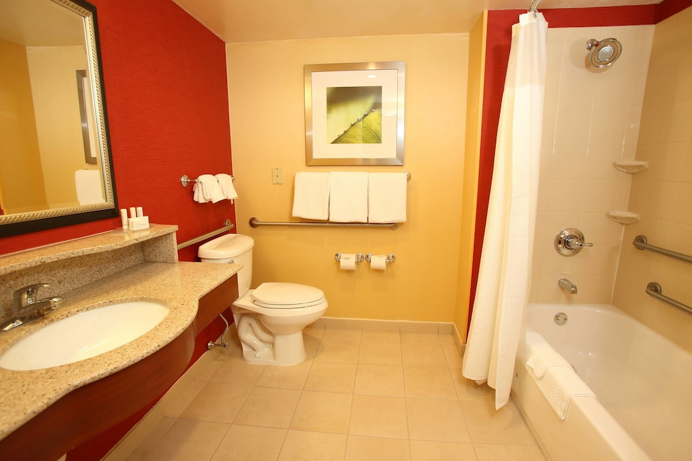Bathroom, Courtyard by Marriott Boston Marlborough