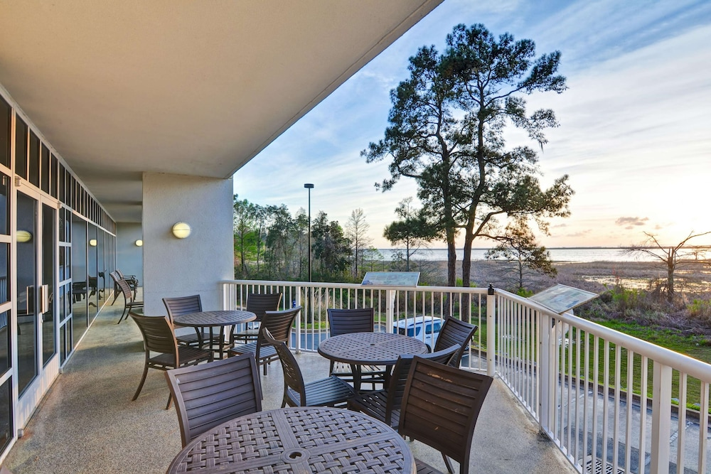 Terrace/Patio, Hampton Inn Mobile-East Bay/Daphne, AL