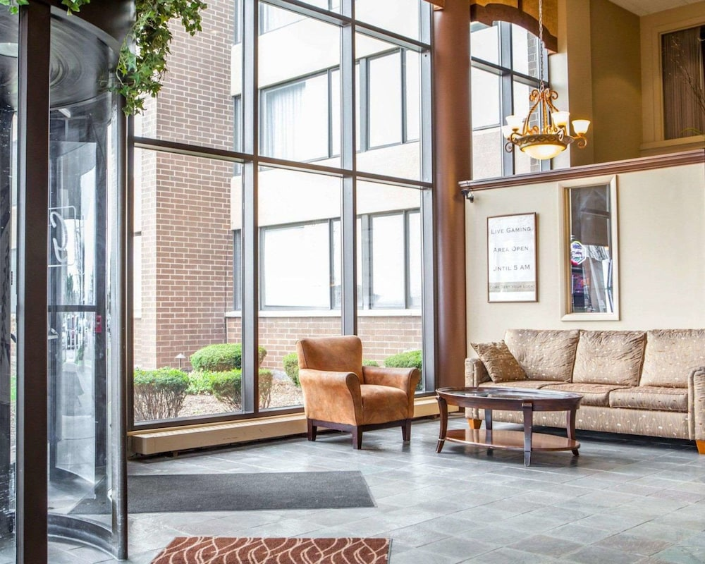Remarkable Quality Inn Suites Orland Park Chicago Orland Park Usa Home Interior And Landscaping Elinuenasavecom