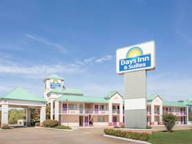 Days Inn & Suites by Wyndham Bentonville