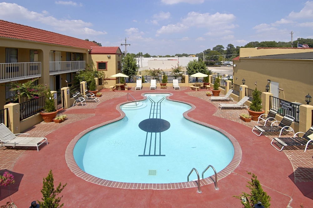 Pool, Days Inn by Wyndham Memphis at Graceland