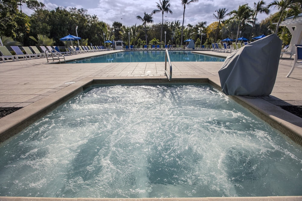 Outdoor Spa Tub, Ocean Pointe Suites at Key Largo
