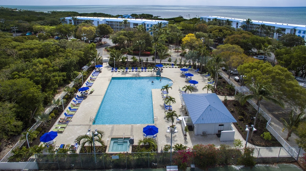 Outdoor Pool, Ocean Pointe Suites at Key Largo