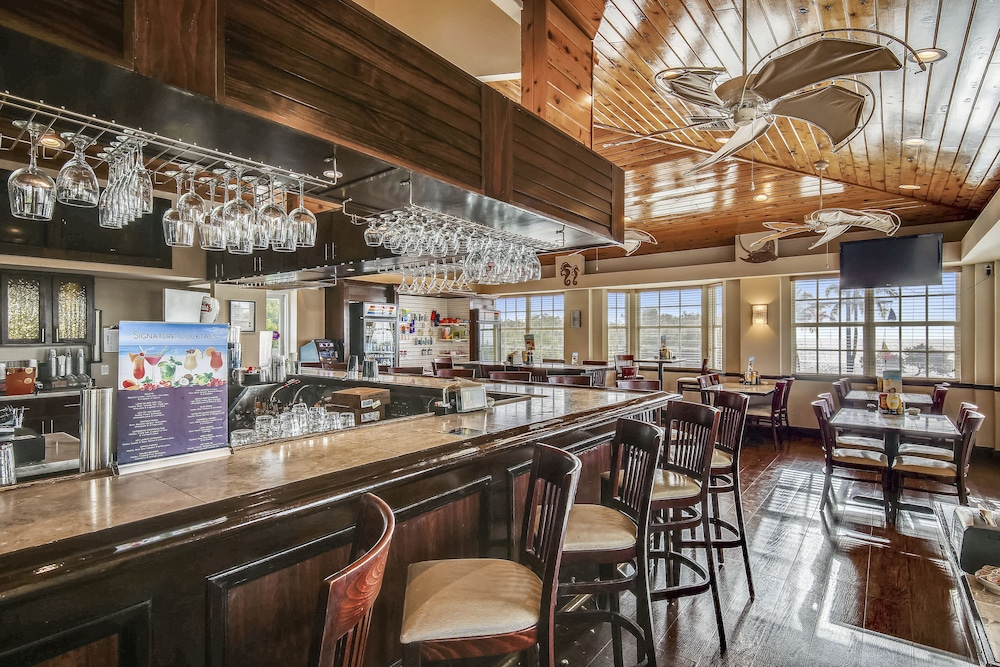 Bar, Ocean Pointe Suites at Key Largo