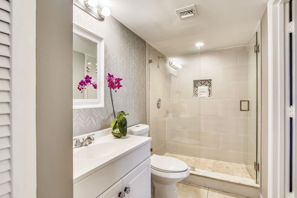 Bathroom, Ocean Pointe Suites at Key Largo
