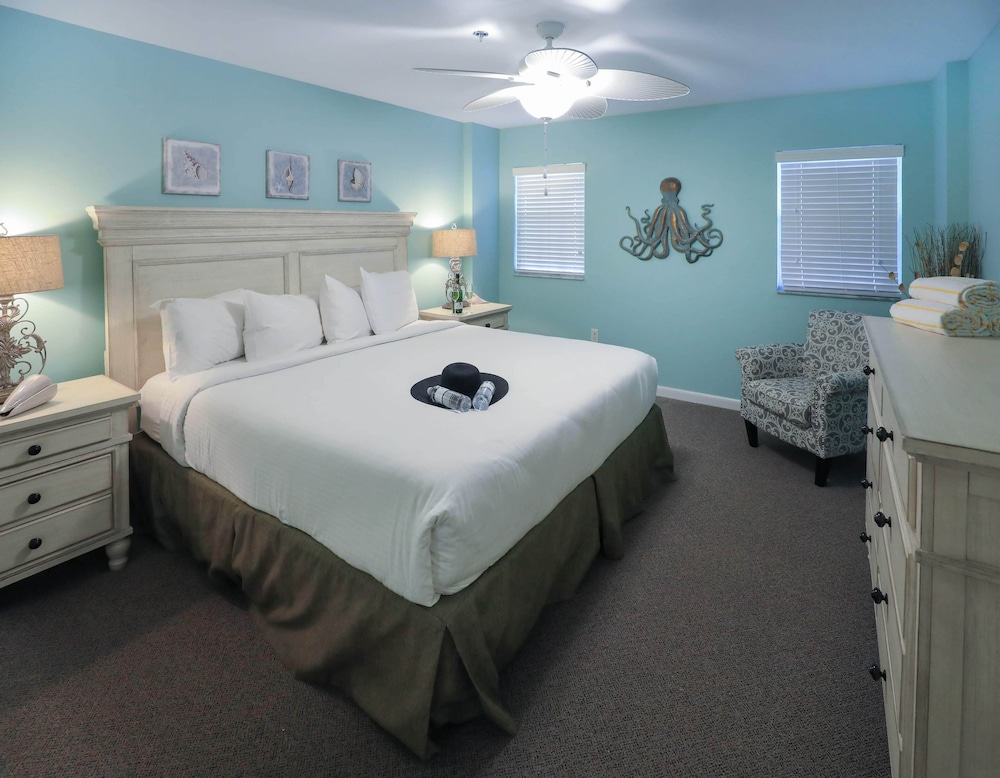 Room, Ocean Pointe Suites at Key Largo