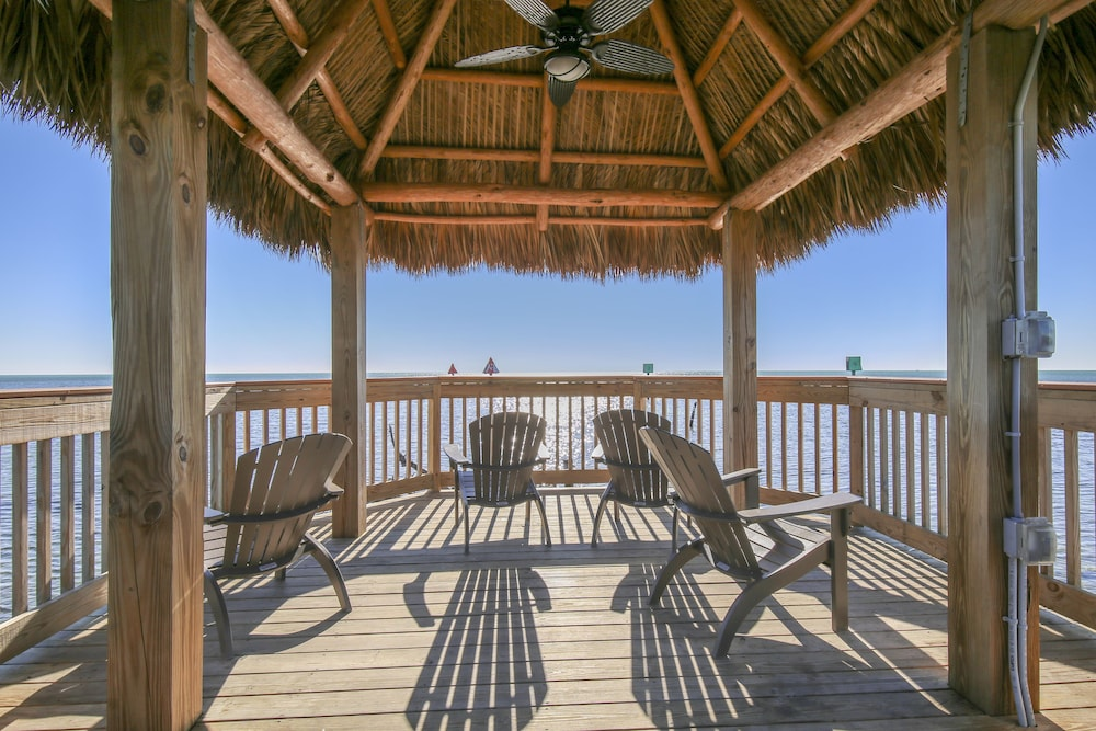 BBQ/Picnic Area, Ocean Pointe Suites at Key Largo