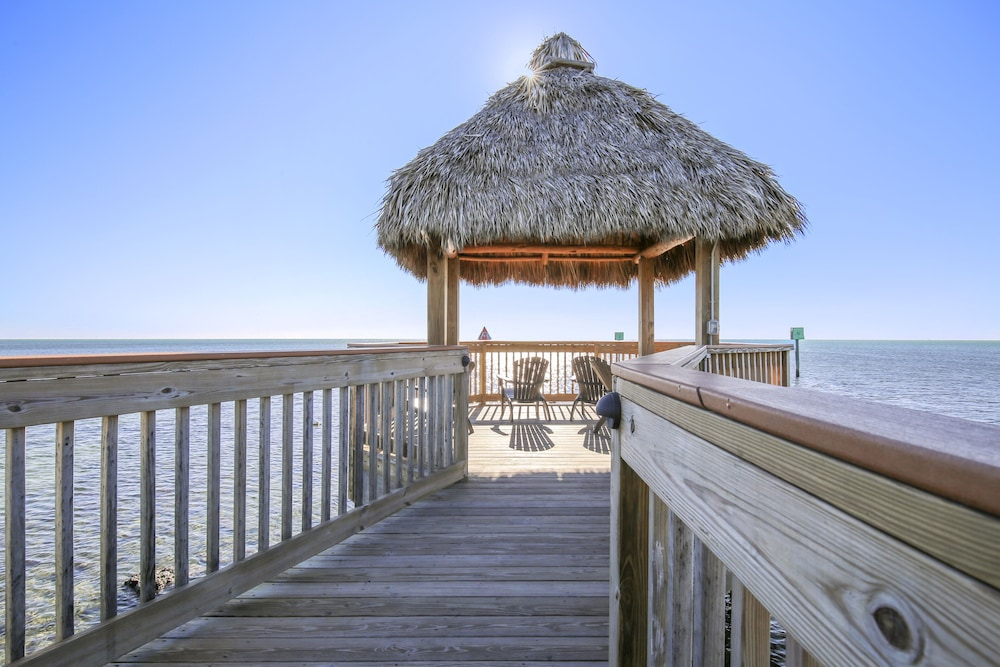 Sundeck, Ocean Pointe Suites at Key Largo
