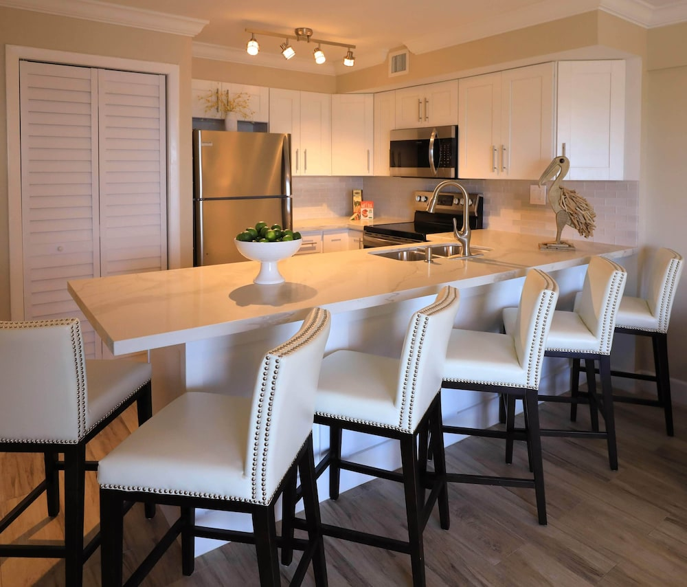 Breakfast Area, Ocean Pointe Suites at Key Largo