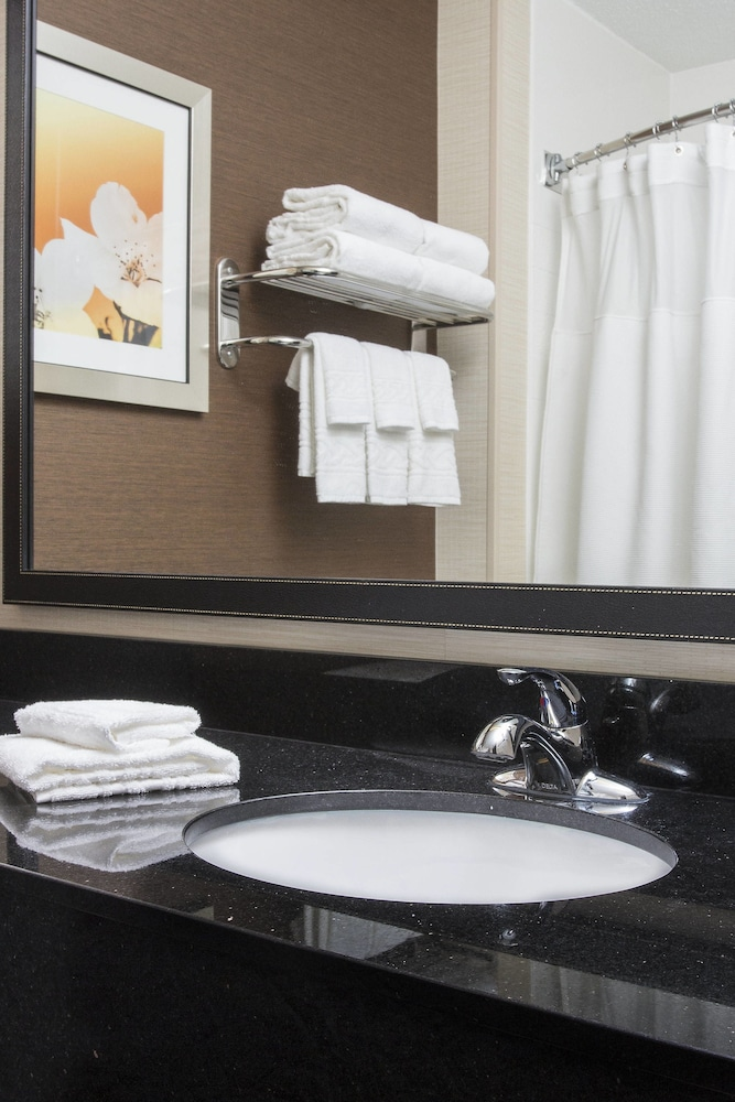 Bathroom, Fairfield Inn & Suites By Marriott Ashland