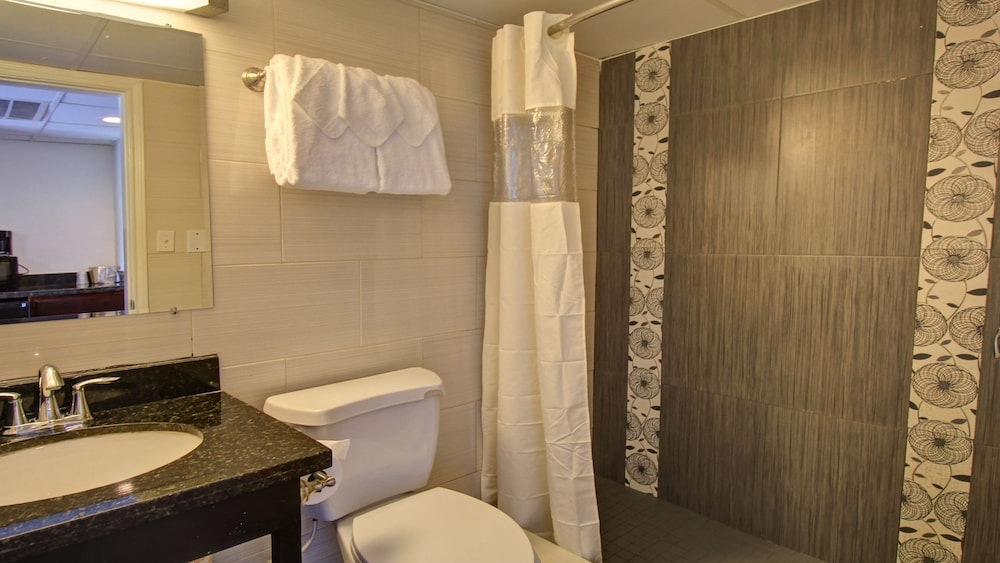 Bathroom, WindWater Hotel & Marina