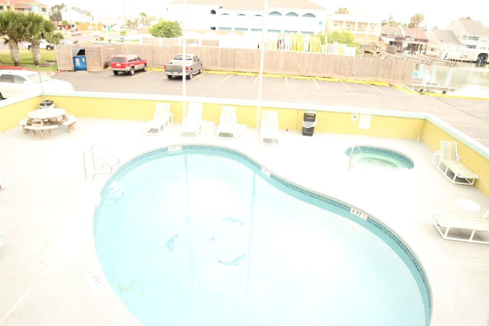 Outdoor Pool, WindWater Hotel & Marina