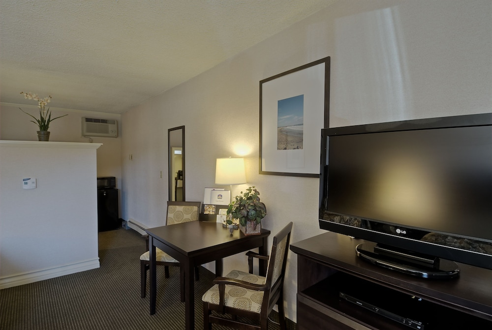Living Area, Best Western Plus Inn of Ventura