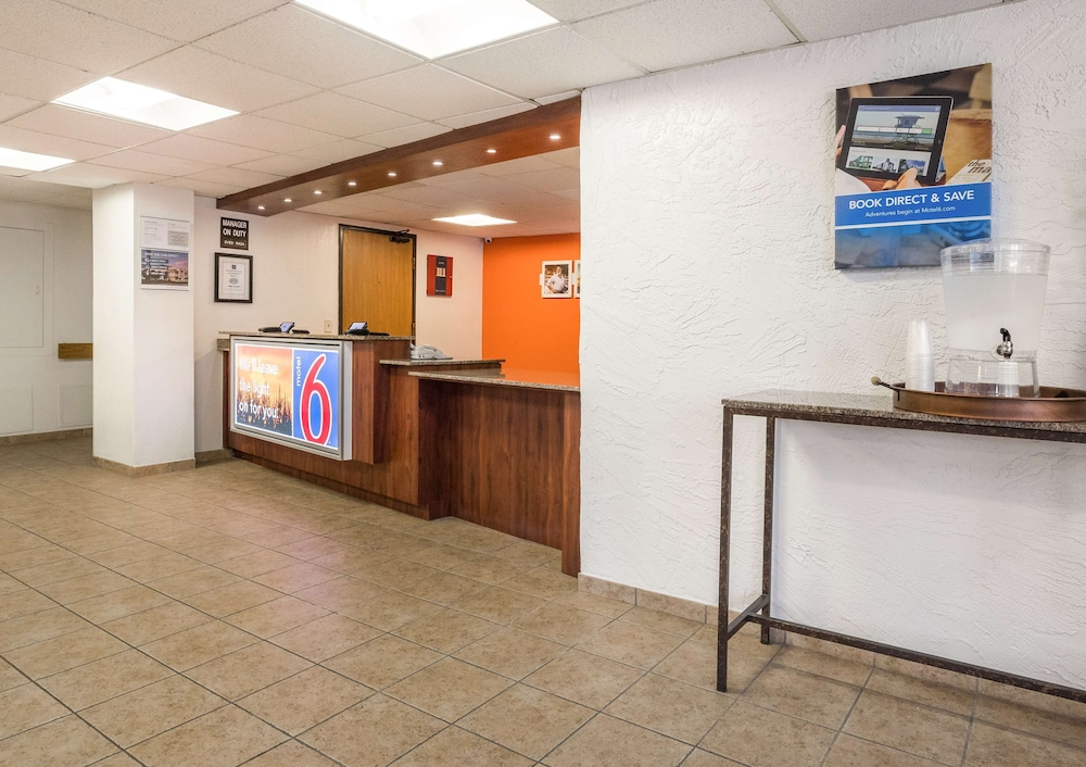 Lobby, Motel 6 Prospect Heights, IL