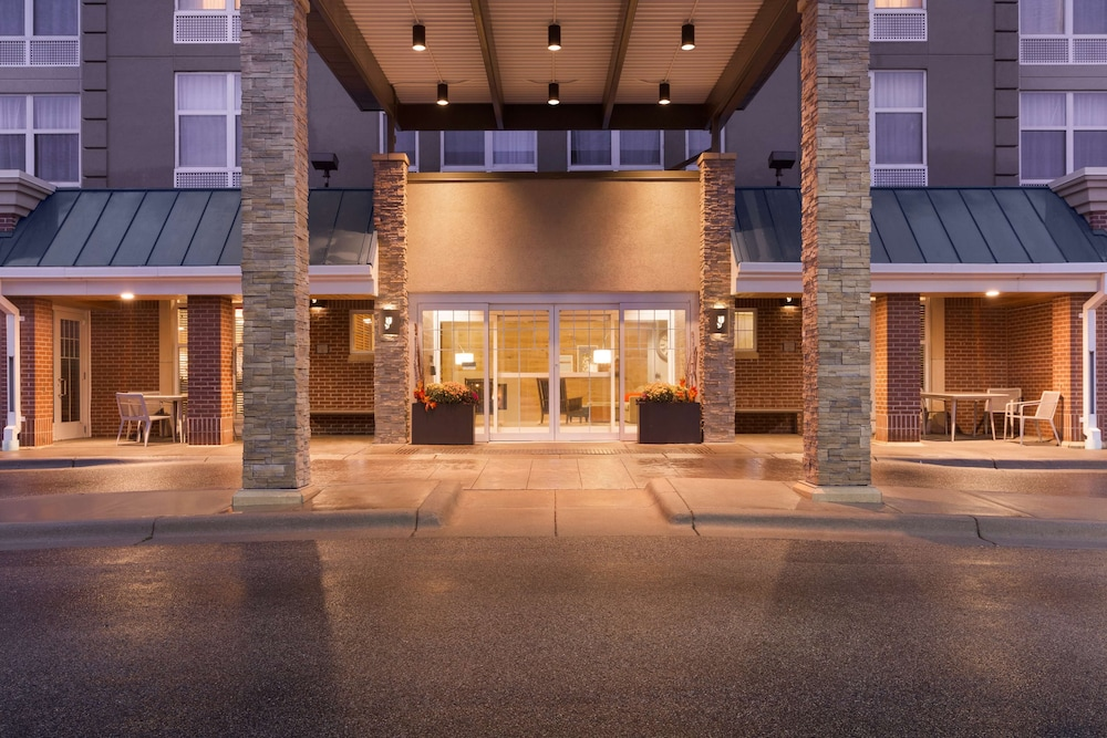 Property Entrance, Country Inn & Suites by Radisson, Bloomington at Mall of America, MN