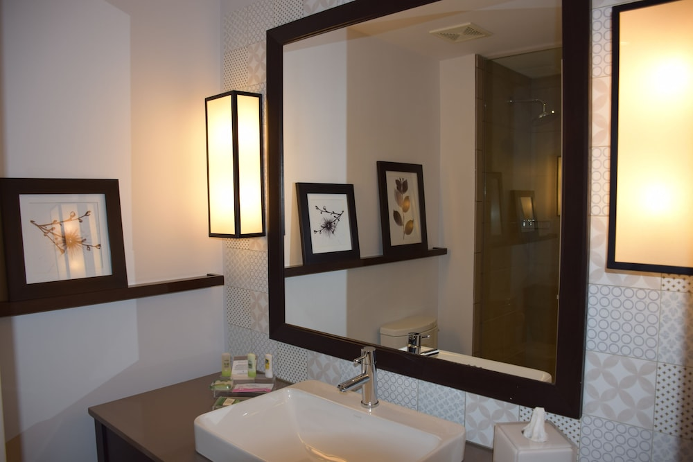Bathroom, Country Inn & Suites by Radisson, Bloomington at Mall of America, MN