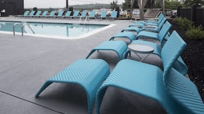 Seasonal outdoor pool, free cabanas, pool umbrellas
