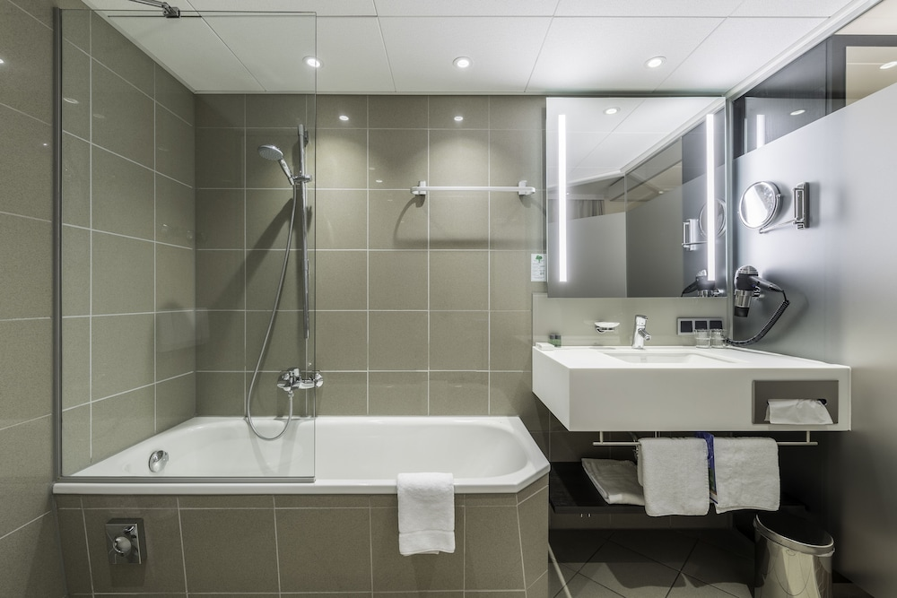 Bathroom, Park Inn by Radisson Berlin Alexanderplatz