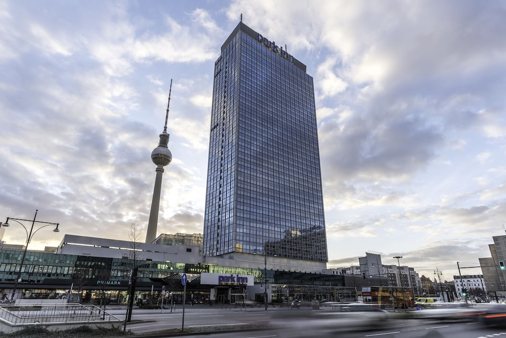 Property Entrance, Park Inn by Radisson Berlin Alexanderplatz