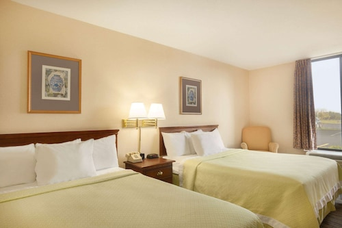 Days Hotel by Wyndham Buffalo Airport